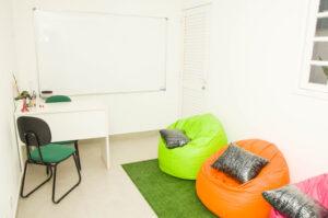 Sala de Aula com Puffs - Instituto Serena